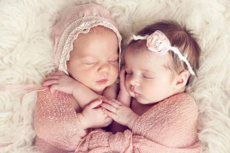 Mơ thấy vợ bạn thân đẻ đôi hai bé gái