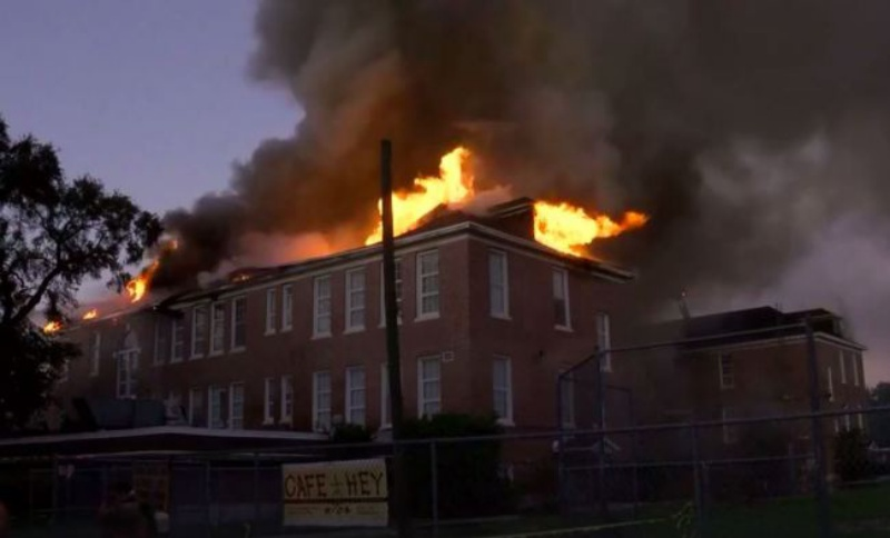 Nằm mơ thấy trường tiểu học bị cháy